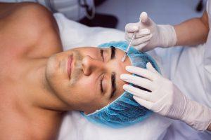 juventud hombre botox antiarrugas